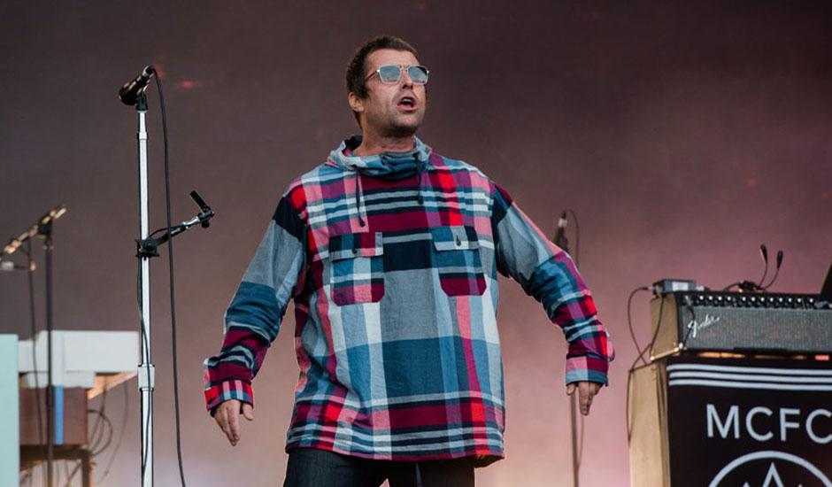 "Liam Gallagher dedica ""Champagne Supernova"" a Keith Flint durante su show en Glastonbury"